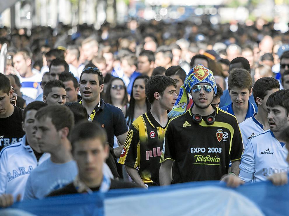 Imagen de la concentración del 17 de mayo, en los prolegómenos del partido ante el Sabadell, a su paso por la Gran Vía.