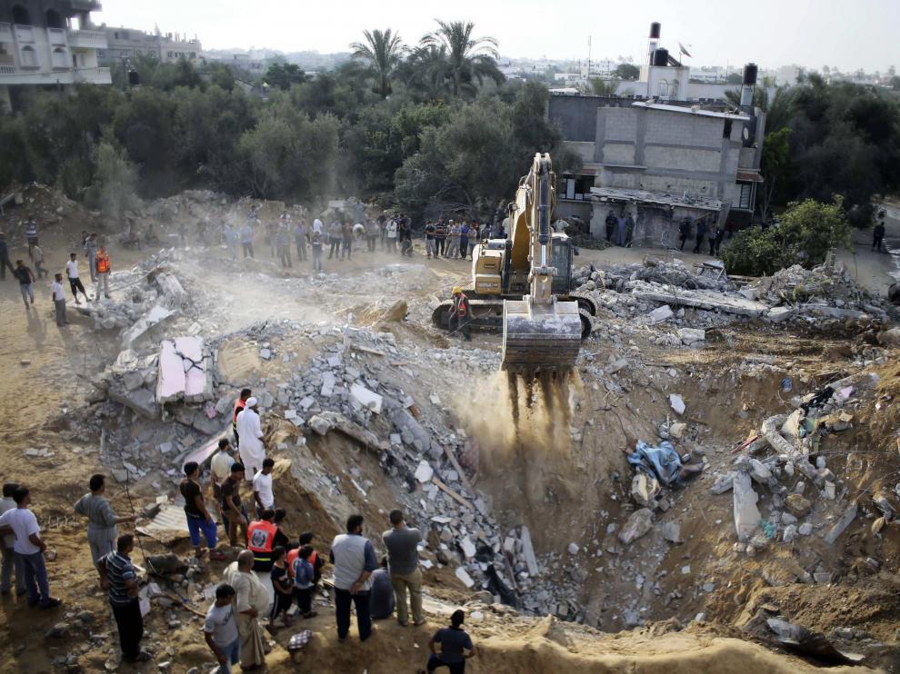Trabajos de rescate en la ciudad de Gaza