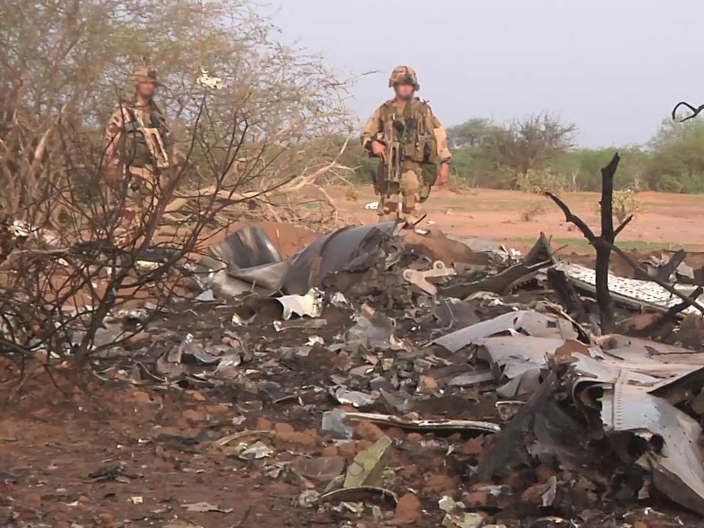 Restos del avión siniestrado en Mali