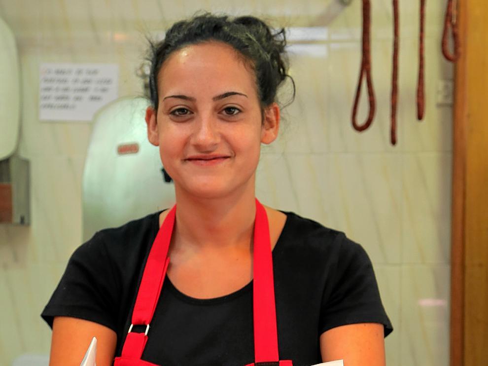 Vanesa López, de la carnicería Cuarzo, con una pieza de churrasco