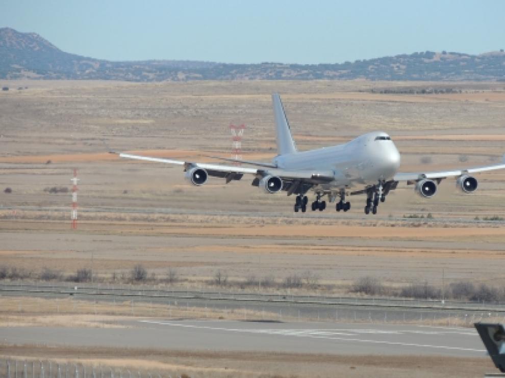 Uno de los aviones acogidos por el aeropuerto de Teruel