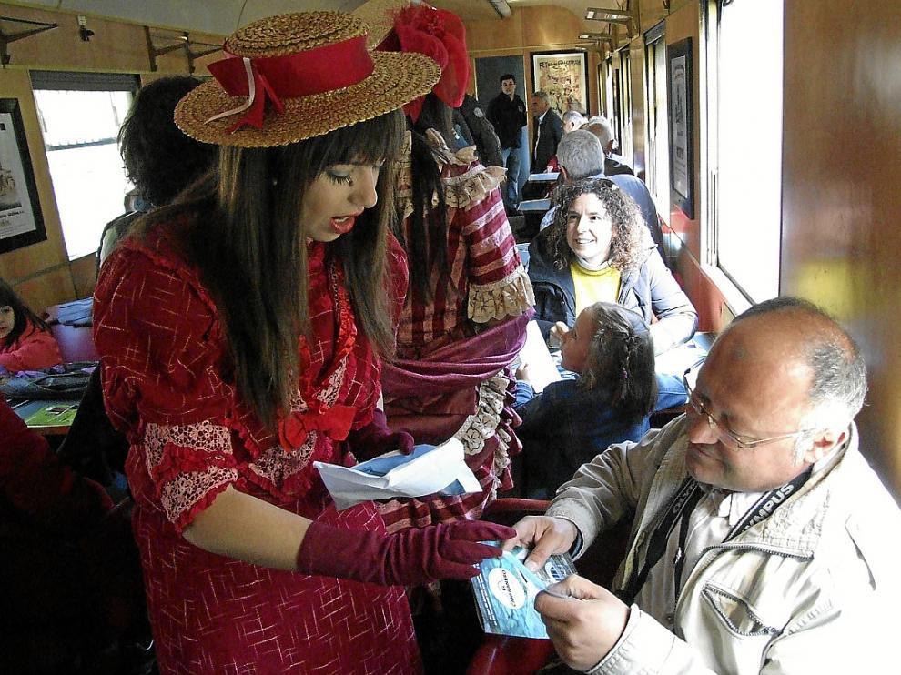 En mayo se realizó el último viaje del Canfranero turístico con el conocido como Tren Azul.