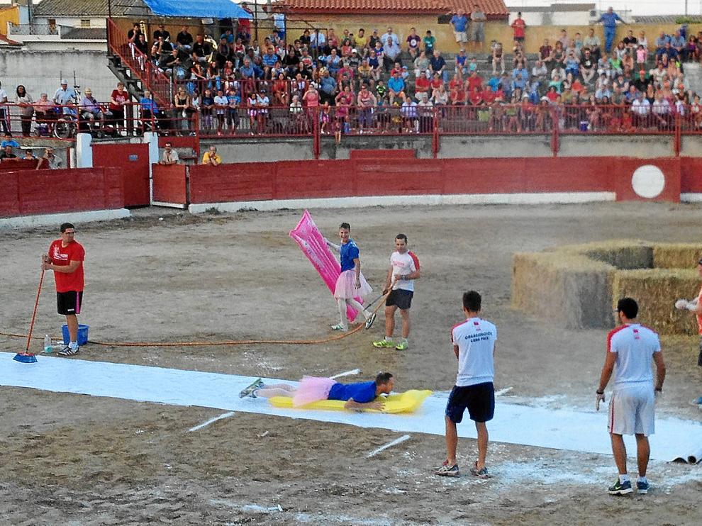 Participantes del Gran Prix durante una prueba del concurso, ayer en la plaza de toros.