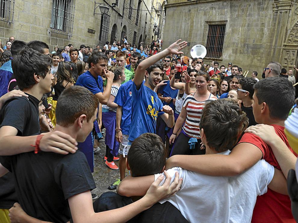 La alegría y el baile estallaron en el centro de la localidad.