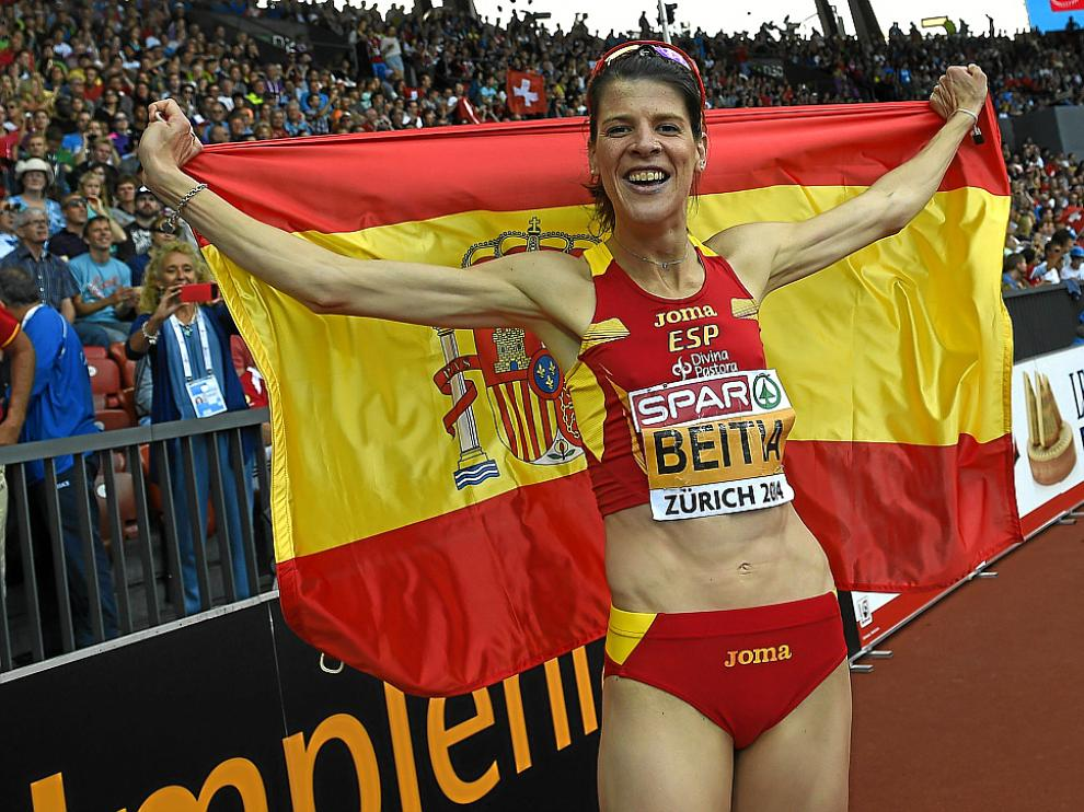 Ruth Beitia celebra su oro conseguido ayer en Zúrich