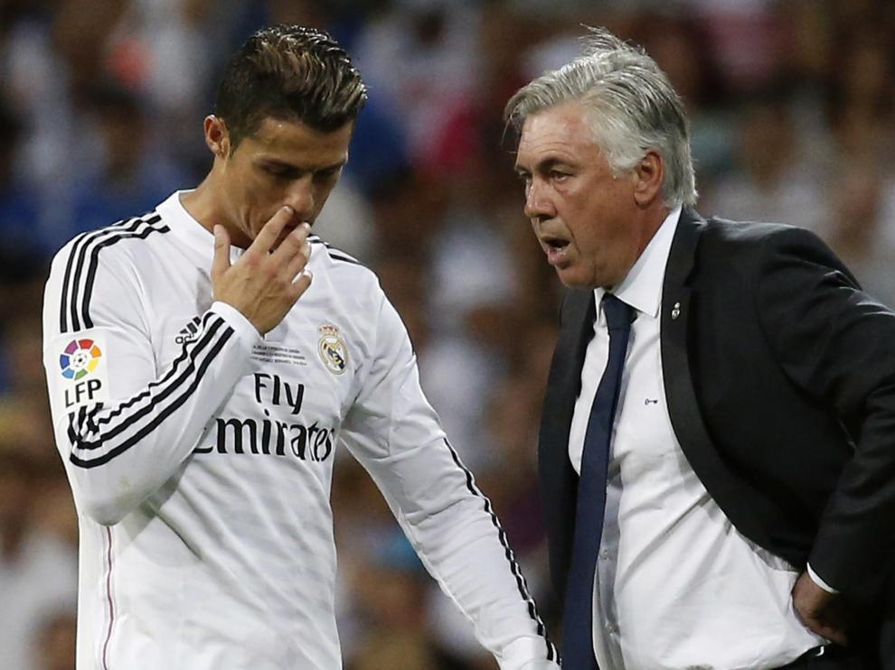Ancelotti y Cristiano conversan durante el partido