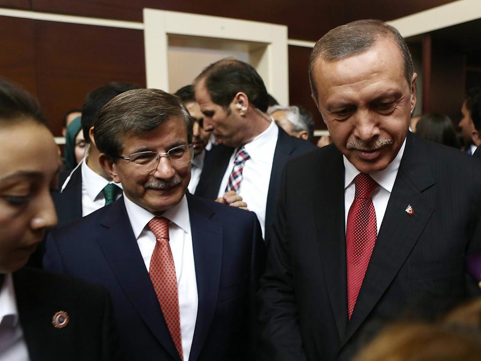 Davutoglu (izquierda) y Erdogan (Derecha) en una imagen de archivo