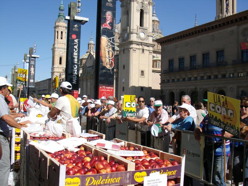 Protesta de los agricultores aragoneses para pedir ayudas por el veto ruso