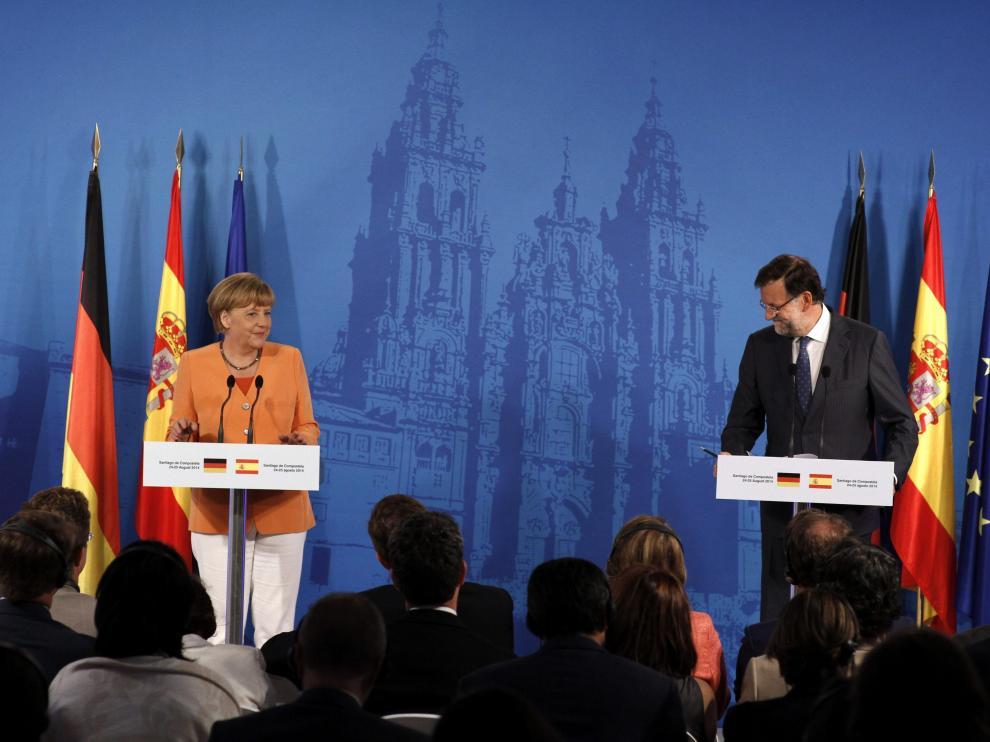 Rajoy y Merkel en la reunión celebrada en Santiago
