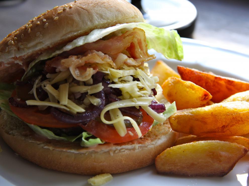 La OMS quiere reducir la comercialización de alimentos con exceso de grasas