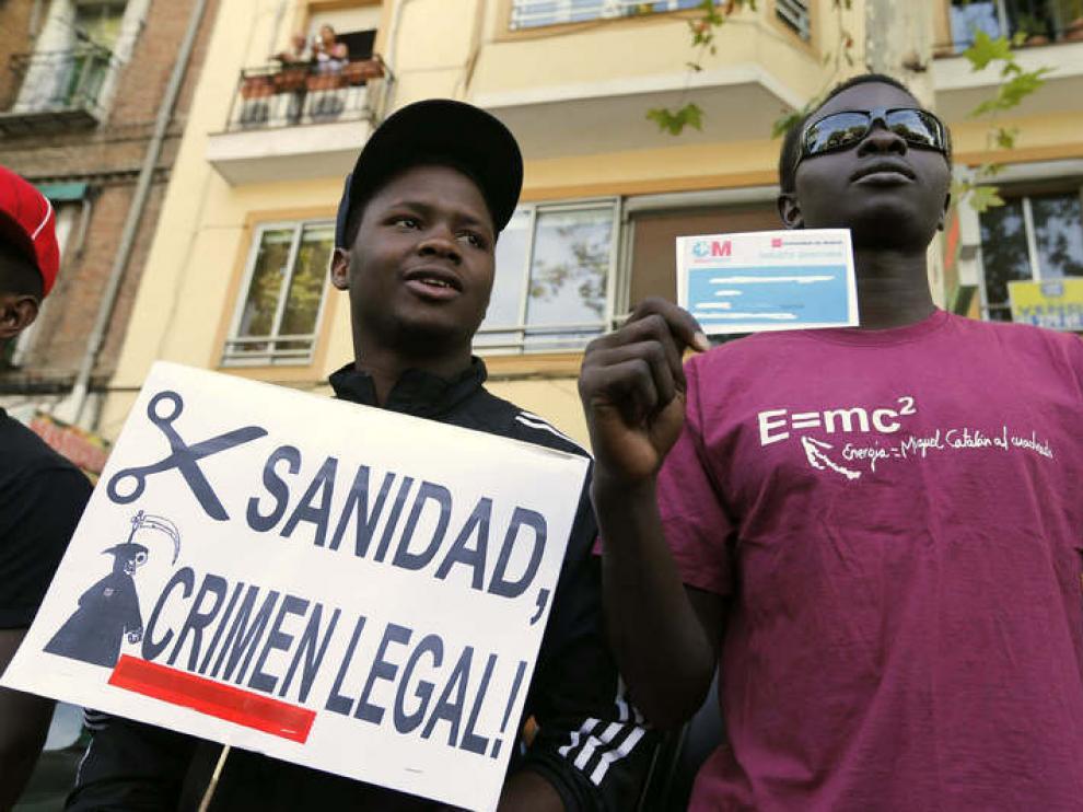 Varios inmigrantes protestan contra la reforma sanitaria en una imagen de archivo.