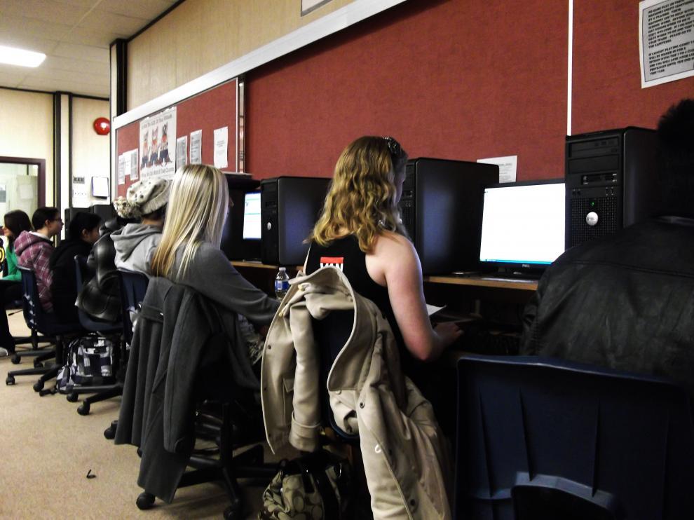 El acoso cibernético se asocia con problemas de salud mental y el uso de sustancias en los adolescentes.