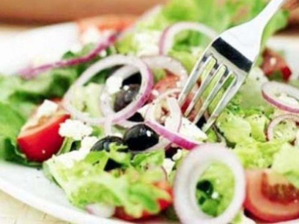 Las ensaladas son saludables y se pueden preparar de muchas formas diferentes.