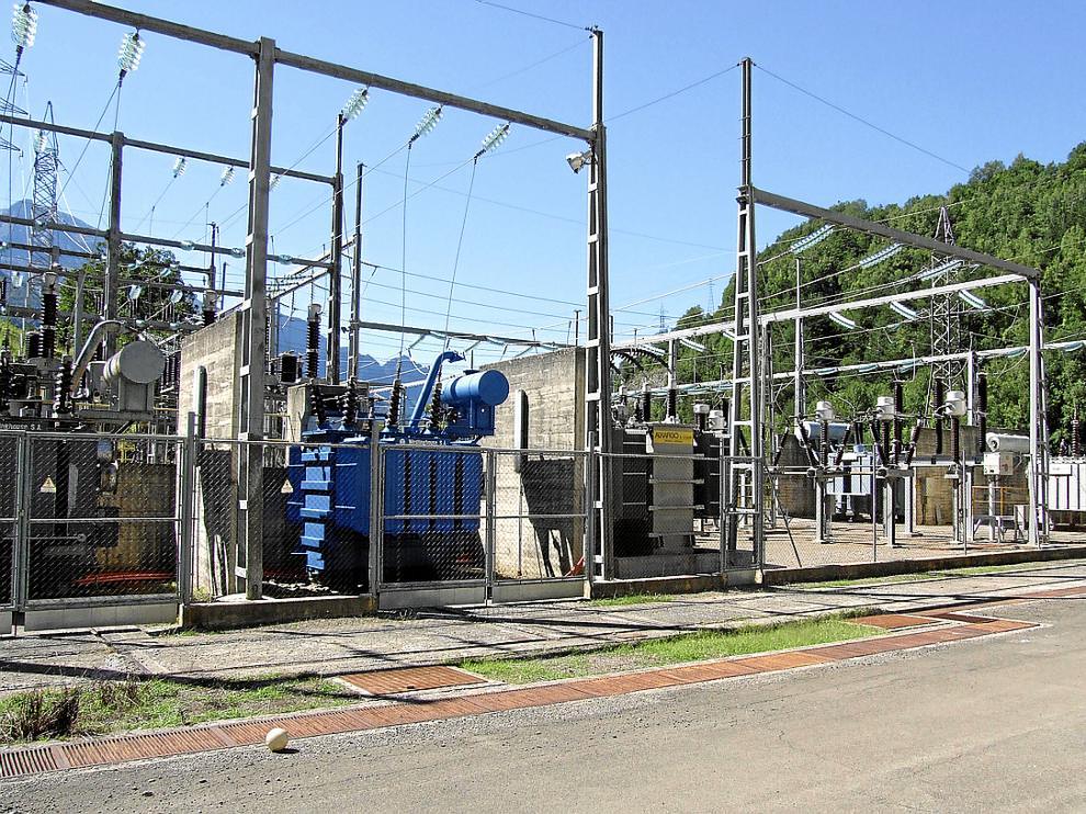 Los vecinos de Panticosa y Hoz de Jaca pagarán la energía eléctrica todavía más barata gracias al convenio firmado hace unos días entre estos dos ayuntamientos y la Confederación Hidrográfica del Ebro.