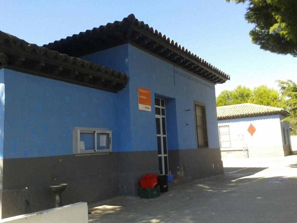 El C. R. A. La Sabina, en la localidad zaragozana de Nuez de Ebro, comenzará el curso con una de sus aulas cerrada debido a la presencia de amianto.