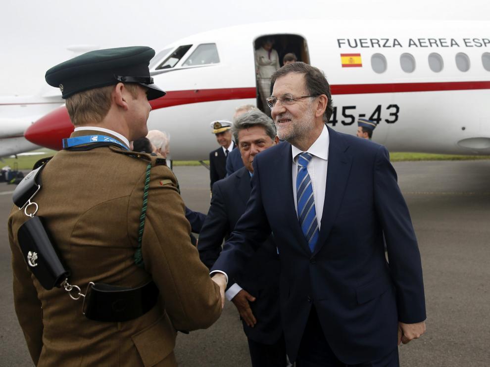 Rajoy, tras aterrizar en Cardiff.