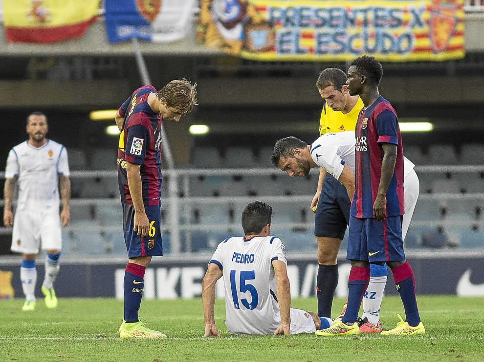 Sánchez se duele de su rodilla en el Mini Estadi.