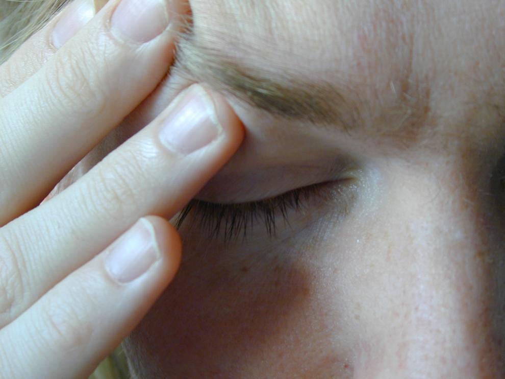 El dolor de cabeza muy intenso es un síntoma del ictus.