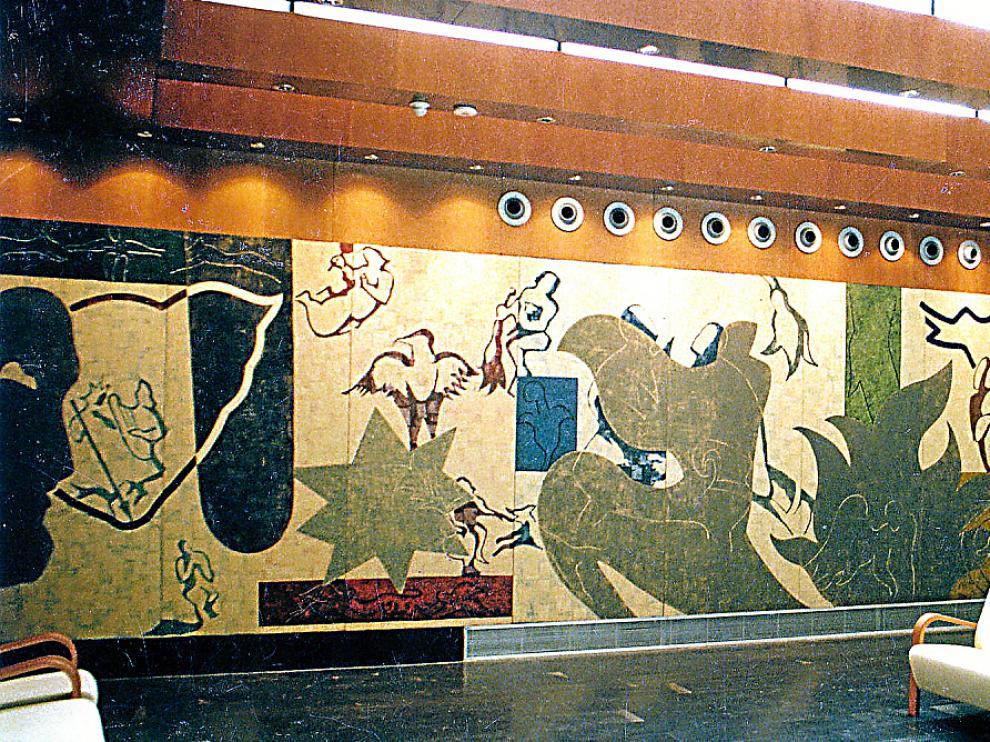 La monografía reproduce todos los proyectos de esa década en el Museo Pablo Gargallo, en centros cívicos, municipales y deportivos, en el Edificio Pignatelli, en el Torreón Fortea, en la Casa de los Morlanes y en el Cubo, en la Expo de Sevilla-1992, etc.