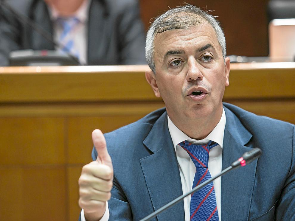 Campoy sostiene que la reducción del IRPF compensa el esfuerzo de los aragoneses