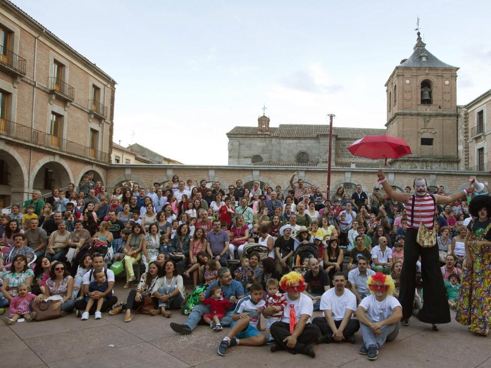 Selfie de narices rojas en Ávila, en homenaje al circo