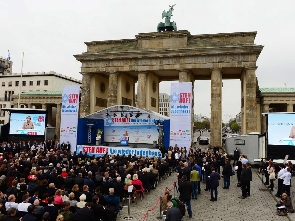 La canciller Angela Merkel durante el acto de apoyo al colectivo judío en Berlín.