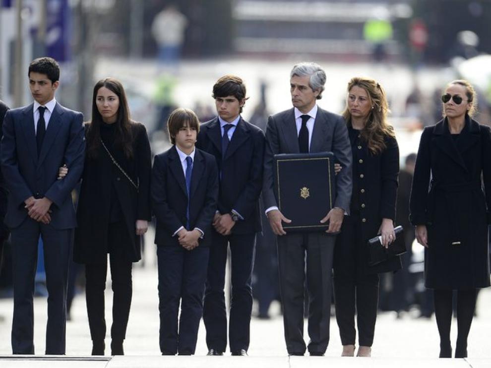 La familia de Adolfo Suárez el día de su fallecimiento. Su nieta Alejandra aparece a la izquierda