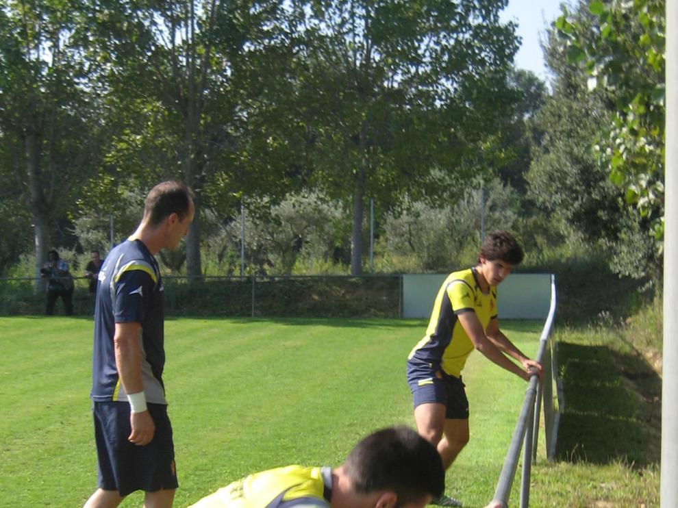 Vallejo y Rico, dos de los lesionados, se ejercitan con el fisio Míchel Román.