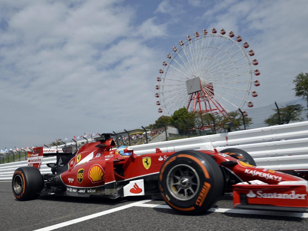 Fernando Alonso rodando en el circuito de Suzuka