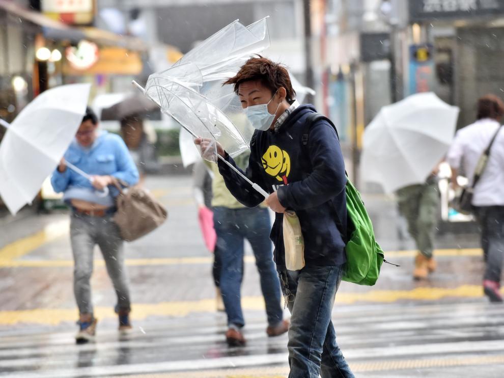 El tifón Phanfone ha originado vientos huracanados y lluvias