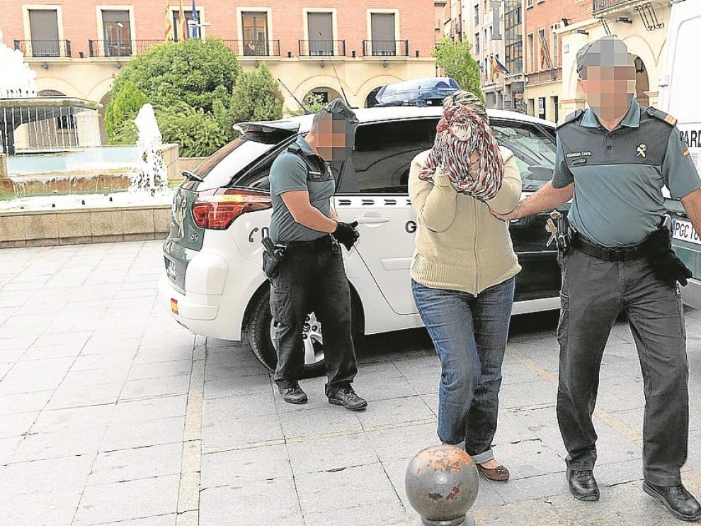Una de las farmacéuticas detenidas, al dirigirse el pasado viernes a declarar ante el juez.