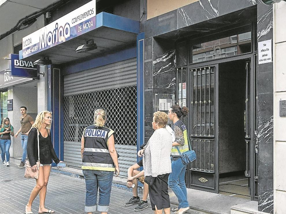 La Policía Científica acudió al número 6 de la calle de Federico García Lorca -una bocacalle de la avenida de San José en su parte alta- donde los vecinos habían alertado de un tiroteo sobre las 16.20.