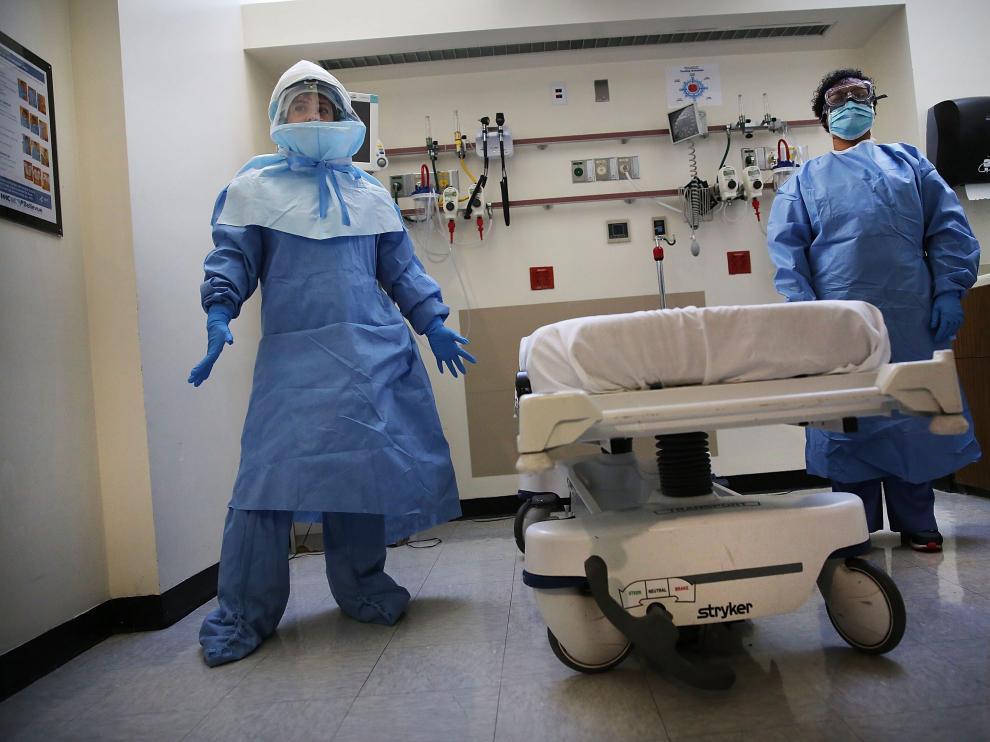 El EPI llevado por dos sanitarios en Nueva York