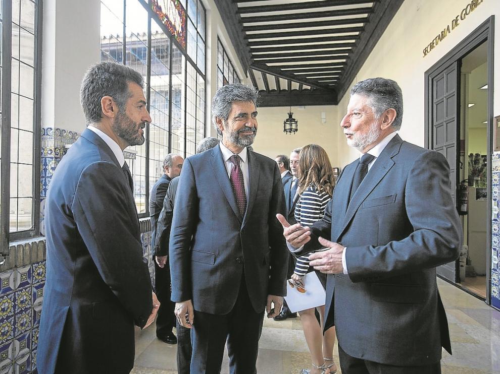 El nuevo presidente del TSJA, Manuel Bellido (izquierda), junto a Carlos Lesmes y Fernando Zubiri.