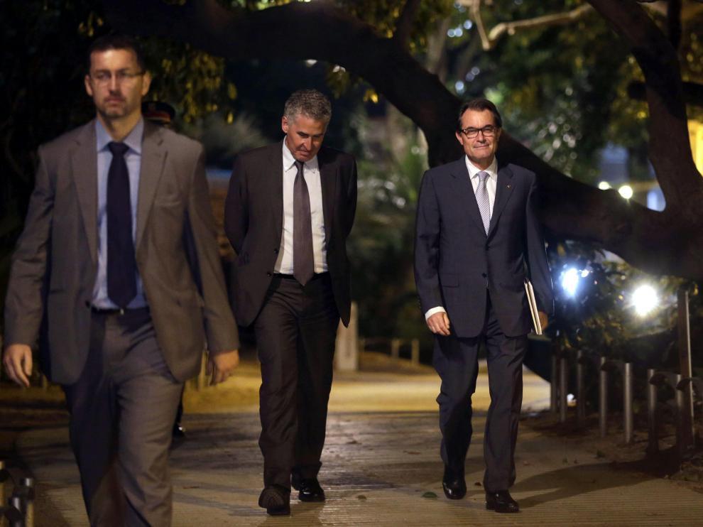 El presidente de la Generalitat a su salida anoche de la reunión con los partidarios de la consulta