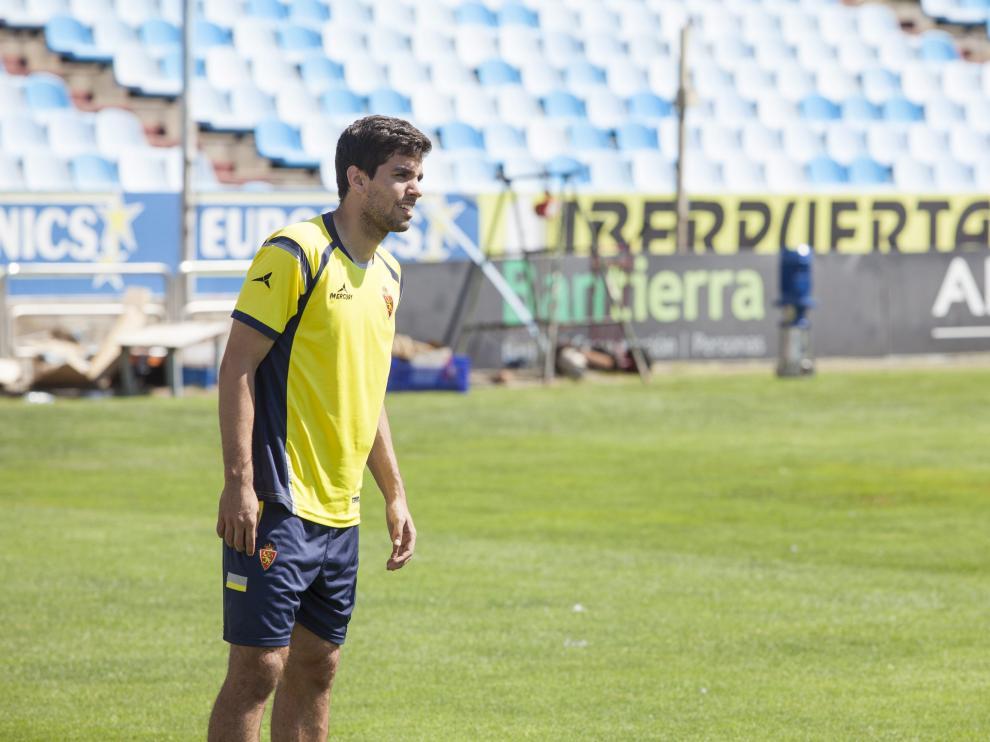 Cabrera, en un entrenamiento del Real Zaragoza en La Romareda