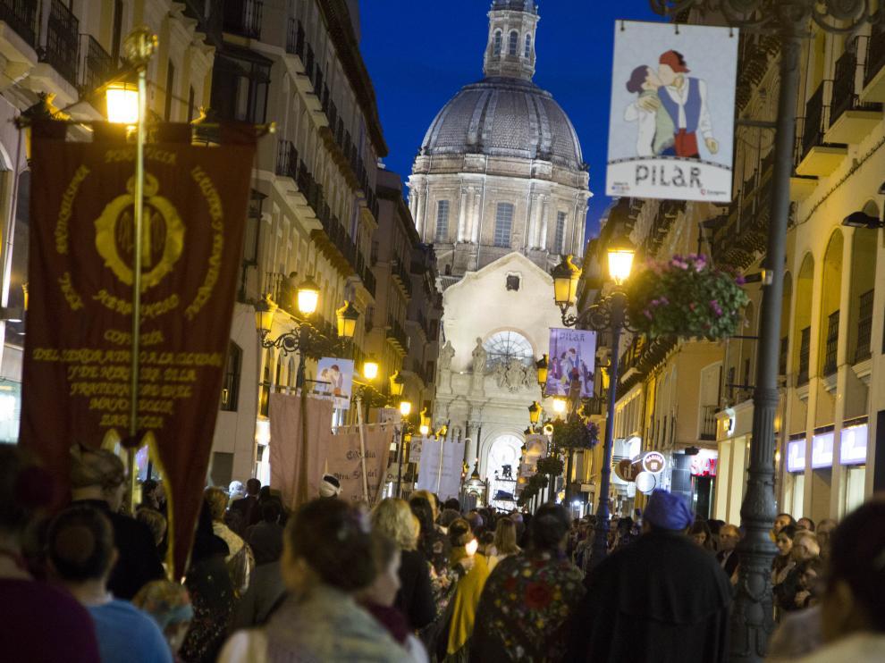 El Rosario de Cristal por la calle Alfonso I