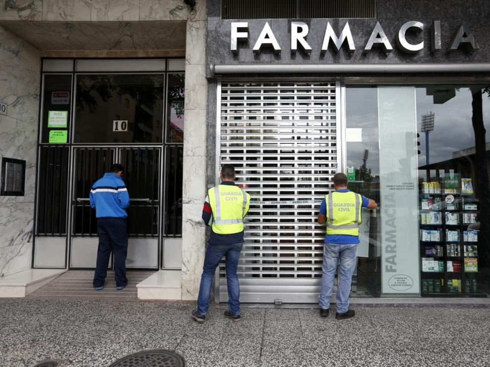La Guardia Civil precinta una farmacia en Zaragoza