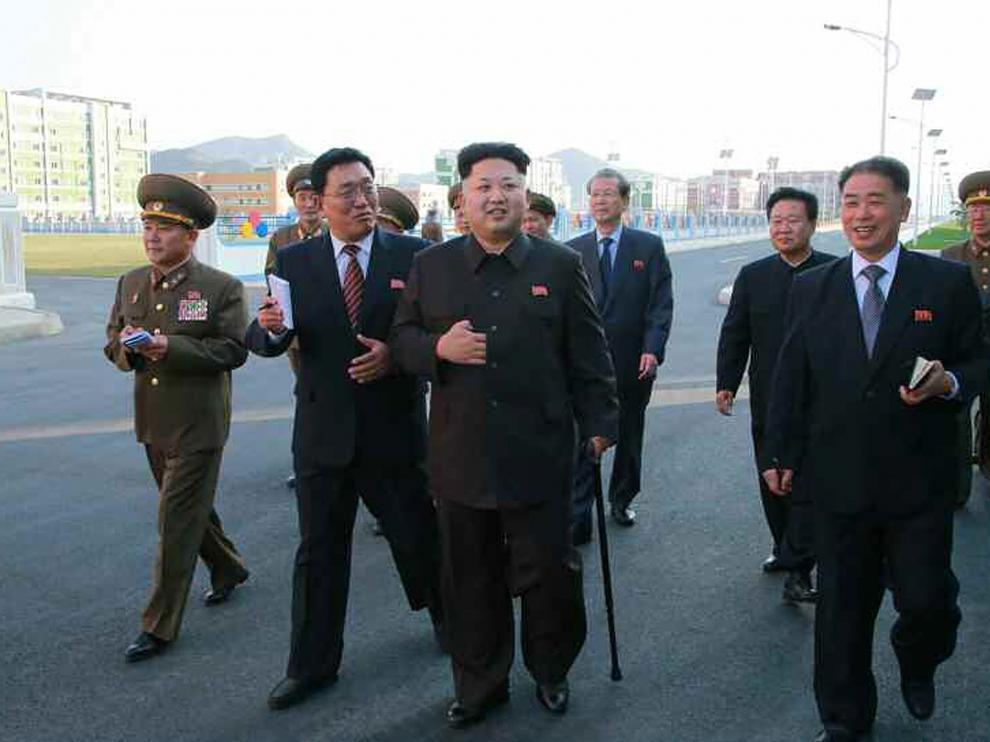 Kim Dong-un reaparece ante los medios