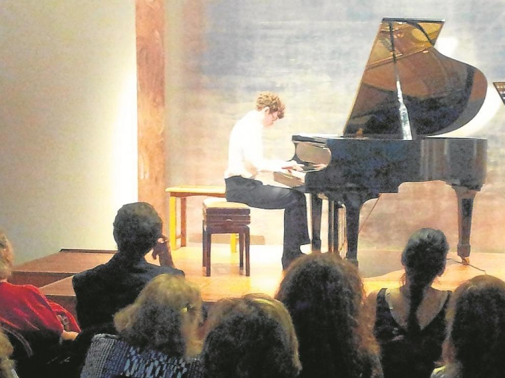 Noel Redolar, ayer, al piano en su función en Madrid.