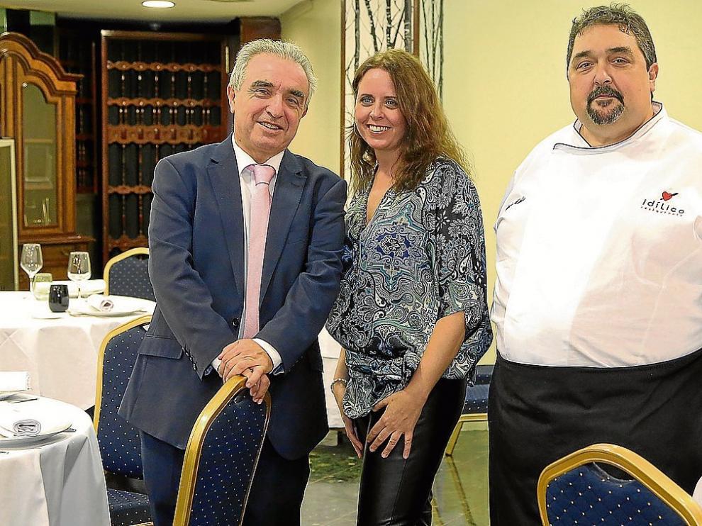 Miguel Ángel Nicolao, Jennifer Marín y Javier Nicolao, en Idílico Restaurante