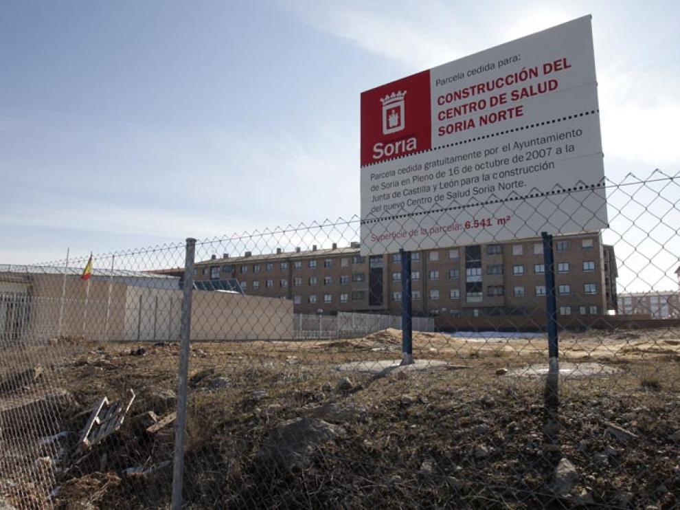 Cartel informativo de la construcción del centro de salud Soria Norte