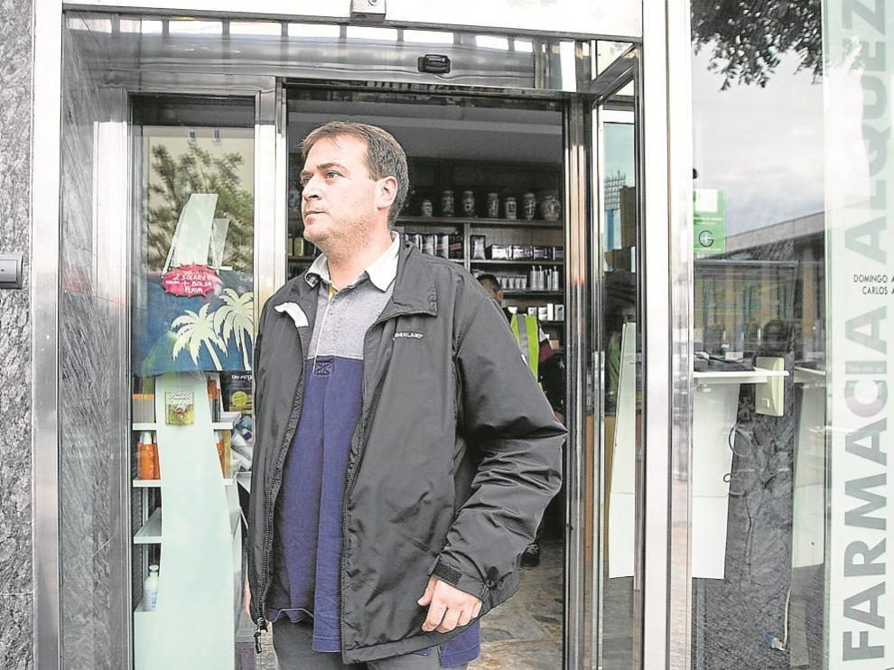 Fernando S. P., dueño de esta botica del Áctur, también fue arrestado.