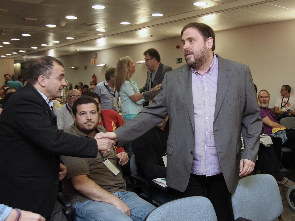 Junqueras, saludando a miembros de ERC