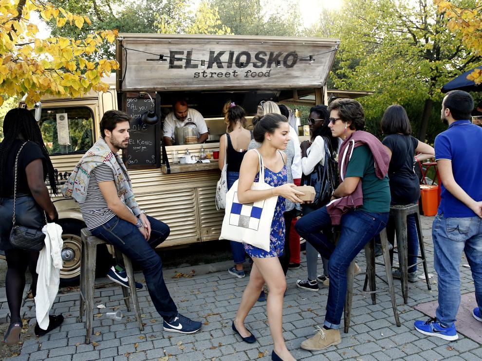 Una treintena de puestos de comida callejera se han dado cita en MadrEAT