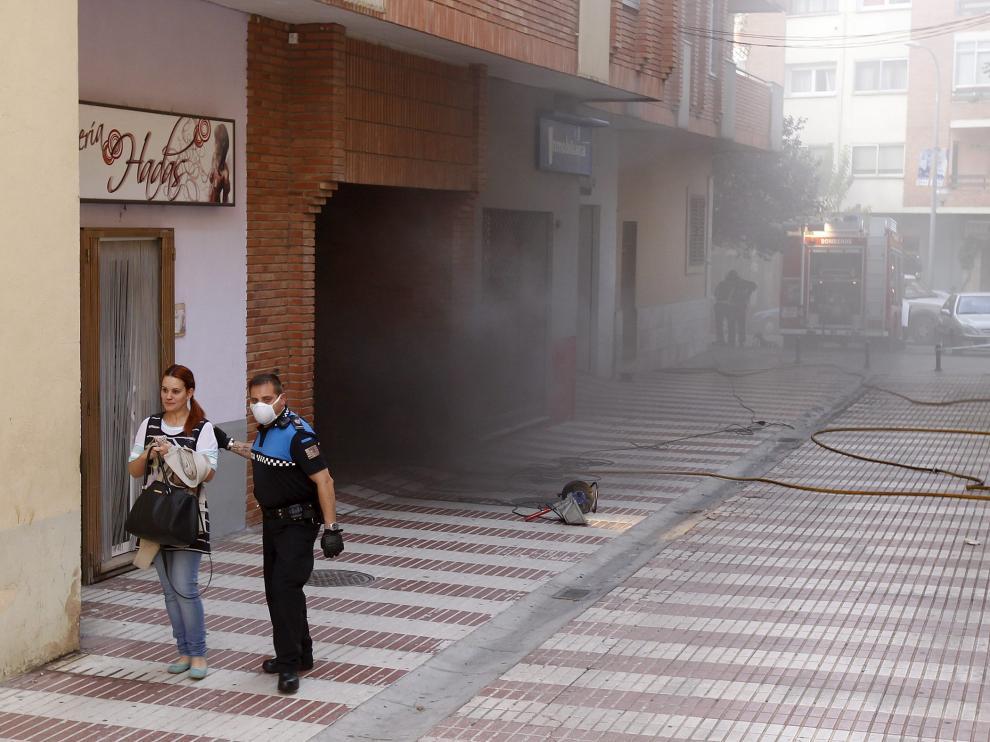 Incendio de un bajo en la avenida Sagunto
