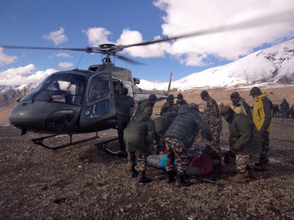 Continúa el rescate en el Himalaya tras las tormentas que mataron a 38 personas