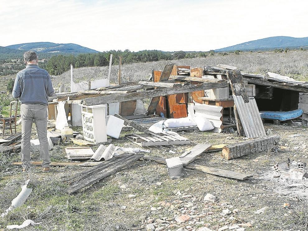 Uno de los campamentos desmantelados se levantó al lado de una escombrera.