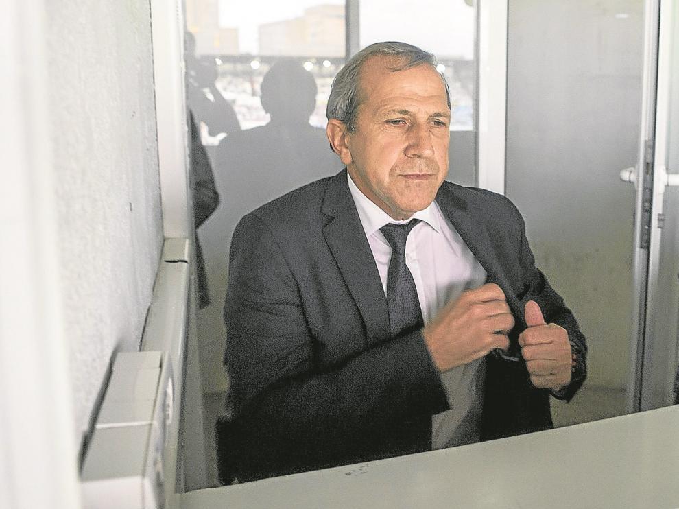 Víctor Muñoz presenció el encuentro desde una cabina de radio en la zona de prensa de la Romareda.