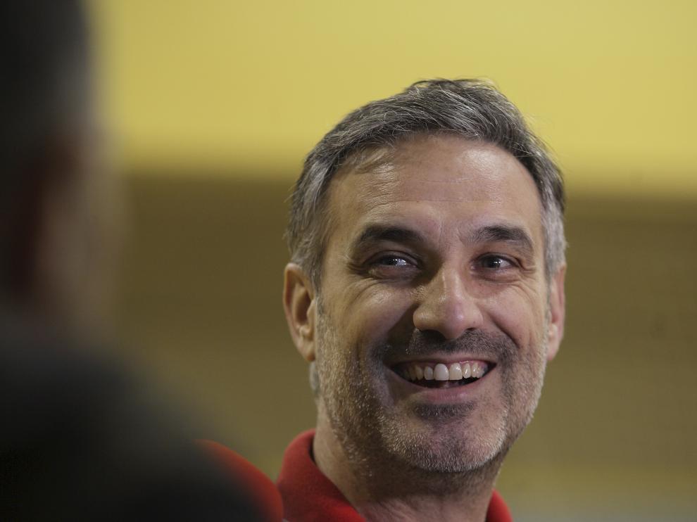 Abós sonríe durante un entrenamiento del CAI Zaragoza